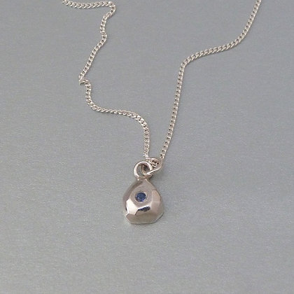 SILVER & SAPPHIRE NECKLACE