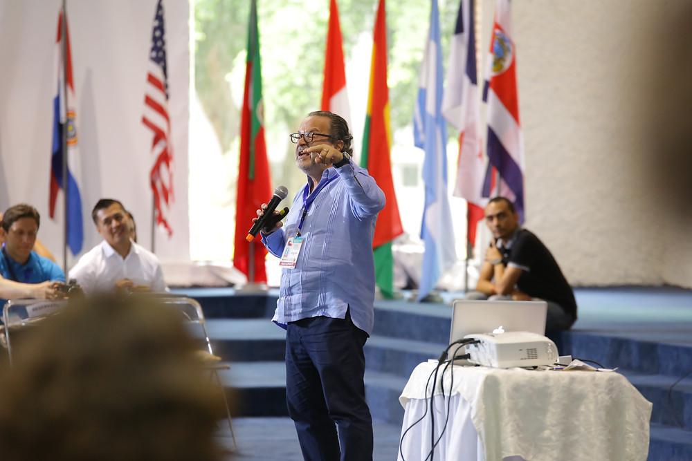 Dr. Eduardo Garza