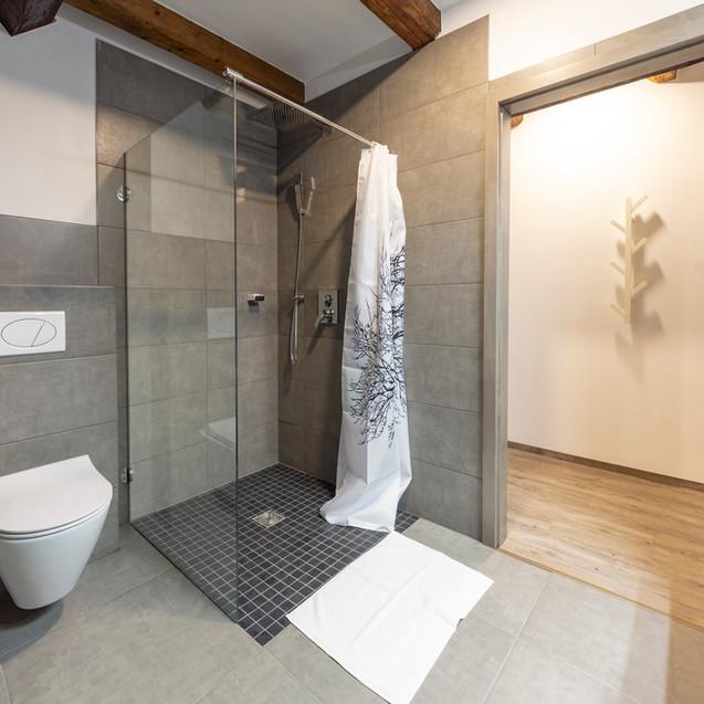 Koupelna v pokoji 9 (podkroví)