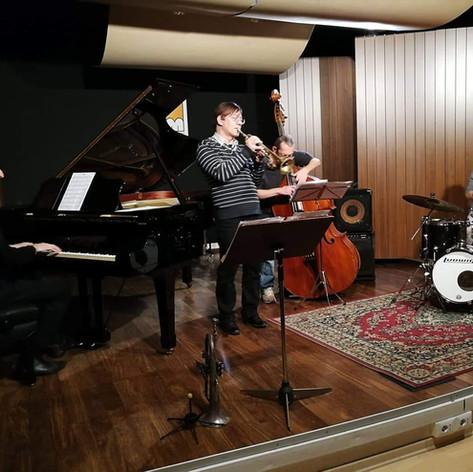 Piacevolissima serata...grazie al jazz club di Barasso ed al suo inesauribile sostenitore Renato Bertossi.....