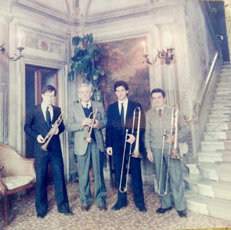 """Villa Beretta...un ricordo del 1979...con me Valerio Frigerio, Ernesto Buzzi, Ezio Conti...concerto su Mozart...mi ricordo che feci una trascrizione della famosa """"Eine Kleine Nacht Musik"""" K525...purtroppo Ezio ed Ernesto non sono più qui con noi, ma staranno suonando da qualche parte con gli angeli...💞"""