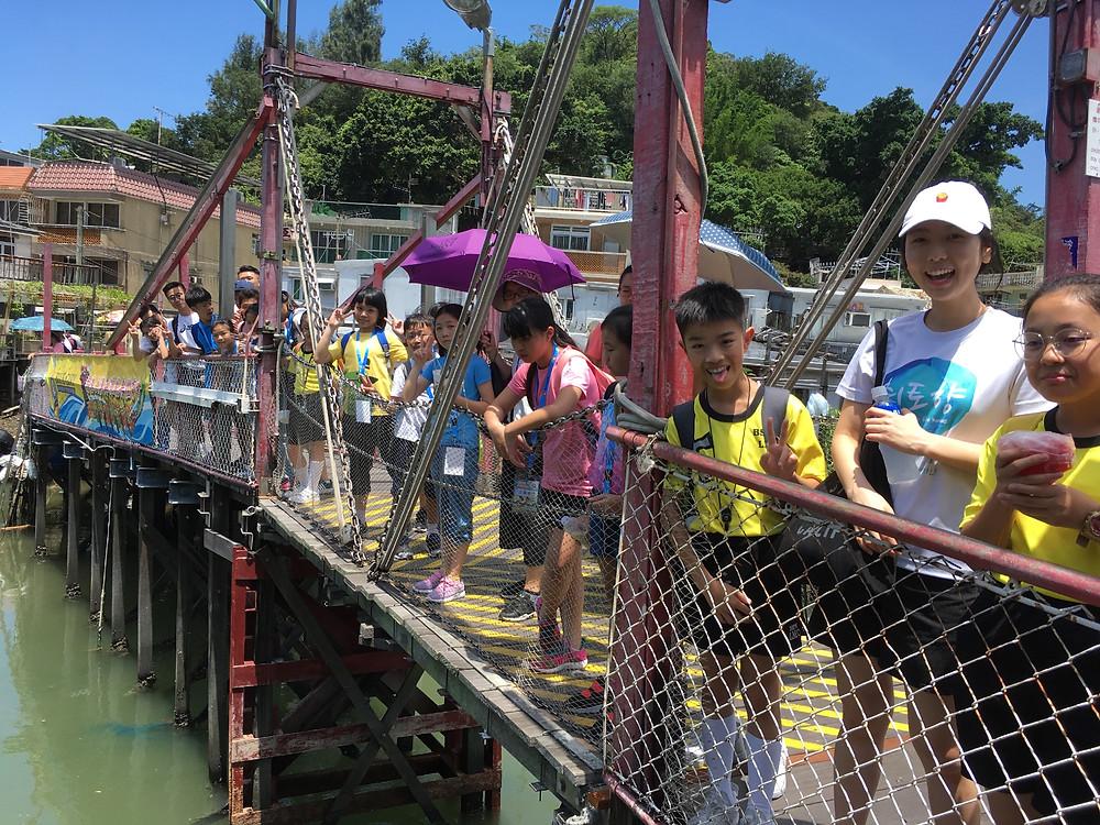 我們帶學生和老師到大澳新基大橋,可簽賞兩岸的棚屋