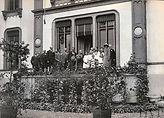 ten bokkel mijdrecht huis en mevrouw van wieringen met bloemen 1923.jpg