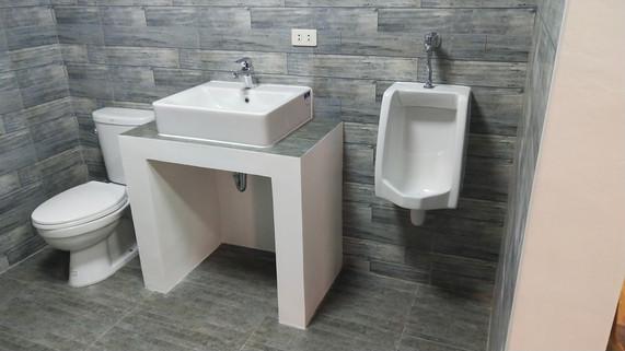 Bathromm 4.jpg