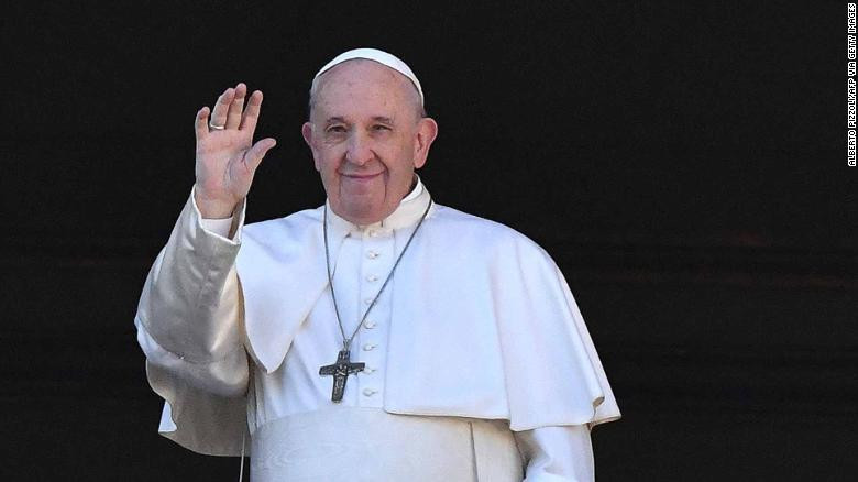 """Pope Francis speaks to the crowd during his annual """"Urbi et Orbi"""" address. (Alberto Pizzoli/AFP via Getty Images)"""
