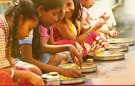 girls eating 1.JPG