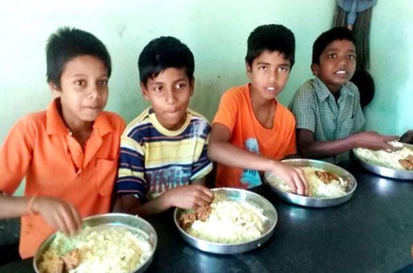 boys eating.JPG