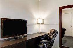 Desk, Exec. Leather Chr, Flt-Scr TV