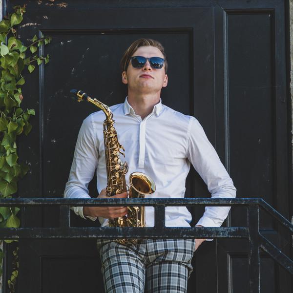 ibiza sax player devon