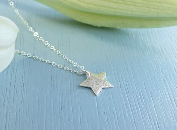 silver-hammered-star-necklace