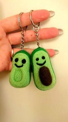 couple-key-rings-best-friends-avocado-halves