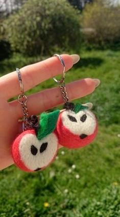 couple-key-rings-best-friends-apples