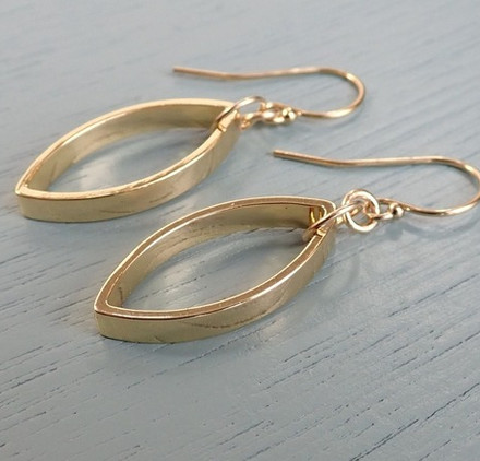 gold-smooth-leaf-earrings