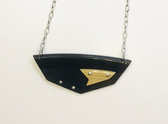 black-and-gold-necklace