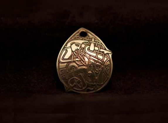 celtic-art-pendant-the-beard-pullers-etched-in-brass
