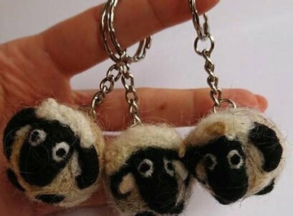 needlefelted-irish-sheep-keyring
