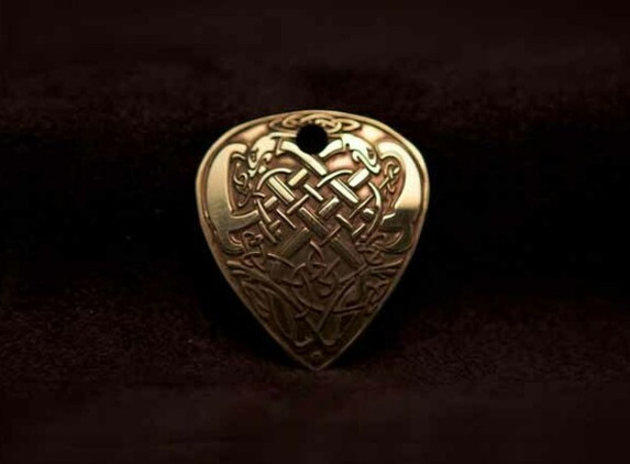 celtic-art-pendant-hunting-dogs-etched-in-brass