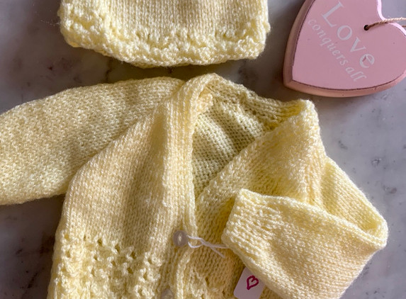 baby-cardigan-bonnet-set