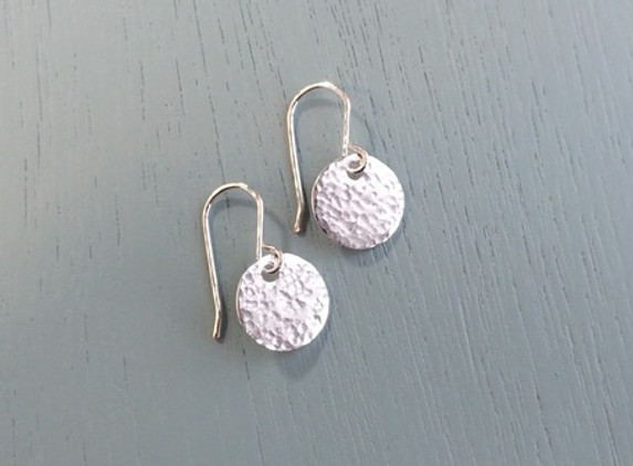 silver-hammered-disc-earrings