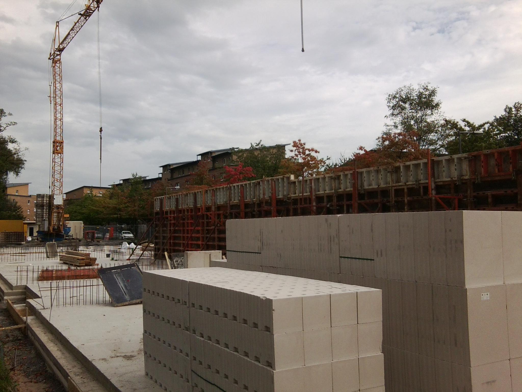 Die ersten Wände werden gesetzt