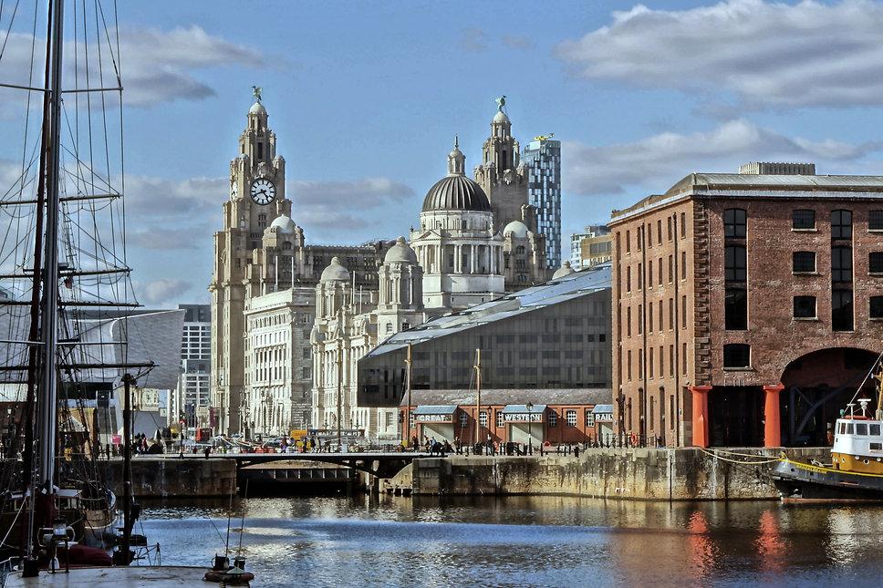 Liverpool_Pier_Head_from_ALbert_Dock.jpe