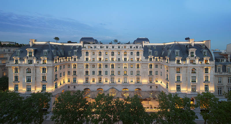 The Peninsula Hotel in Paris is where you can hold the your luxury wedding in Paris center. Its one of the best places to get married and say the yes word. Yvo Greutert Wedding Photographer Paris