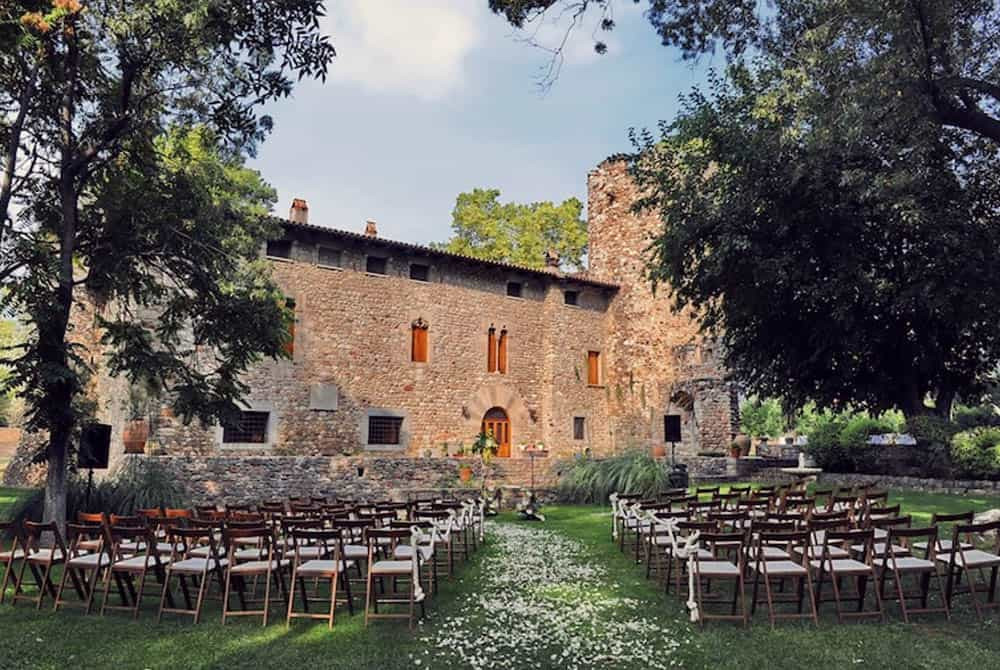Castillo Torre Celler is one of the most romantic wedding venues near Barcelona. This super special wedding location is located in Parets del Vallès.