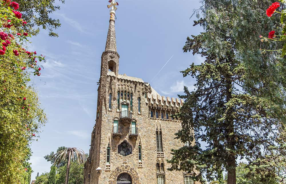 Torre Bellesguard is one of the most romantic wedding locations in Barcelona to get married. Celebrate your special day at this top venue in Catalonia.