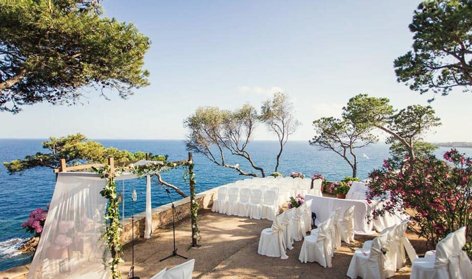 Convent de Blanes is a unique wedding location at the coast of Barcelona in the town Blanes. It is one of the best wedding venues in the Costa Brava of Catalonia.