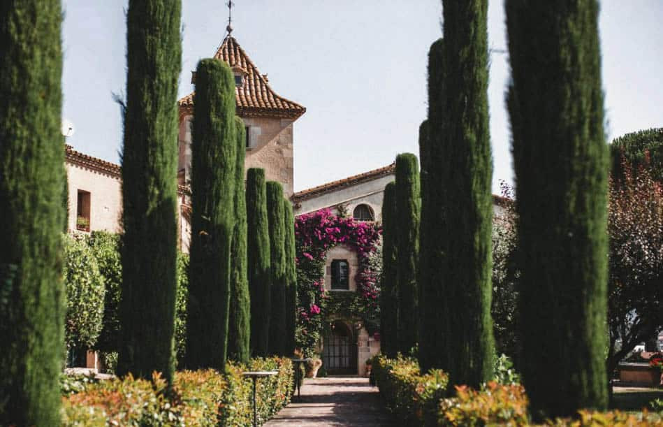 Can Ribas is a very special wedding venue near Barcelona. It is super romantic and perfect for an intimate wedding.