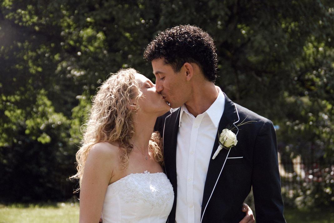 Wedding_Photo_Kissing.jpg