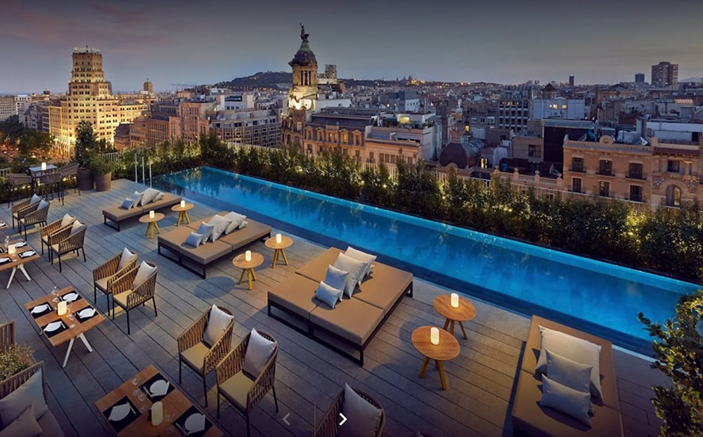 Mandarin Oriental is a luxury hotel in Barcelona. Its great views from its rooftop terrace makes this hotel one of the top ten wedding venues in Barcelona and Catalonia.