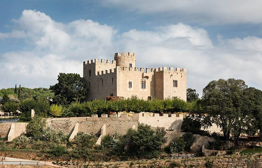 Castillo de Vilassar is a castle located in the Maresme area of Barcelona. Its of the greatest wedding venues to celebrate your wedding in Catalonia.