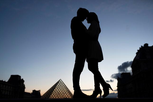 Paris_Engagement_Photoshoot_Louvre Museum.