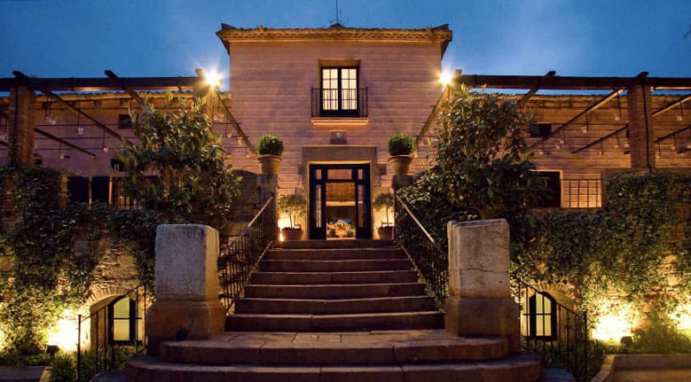 La Torre dels Lleons is one of the best wedding venues in Esplugues, Barcelona. Its a very romantic wedding location to get married in Catalonia.