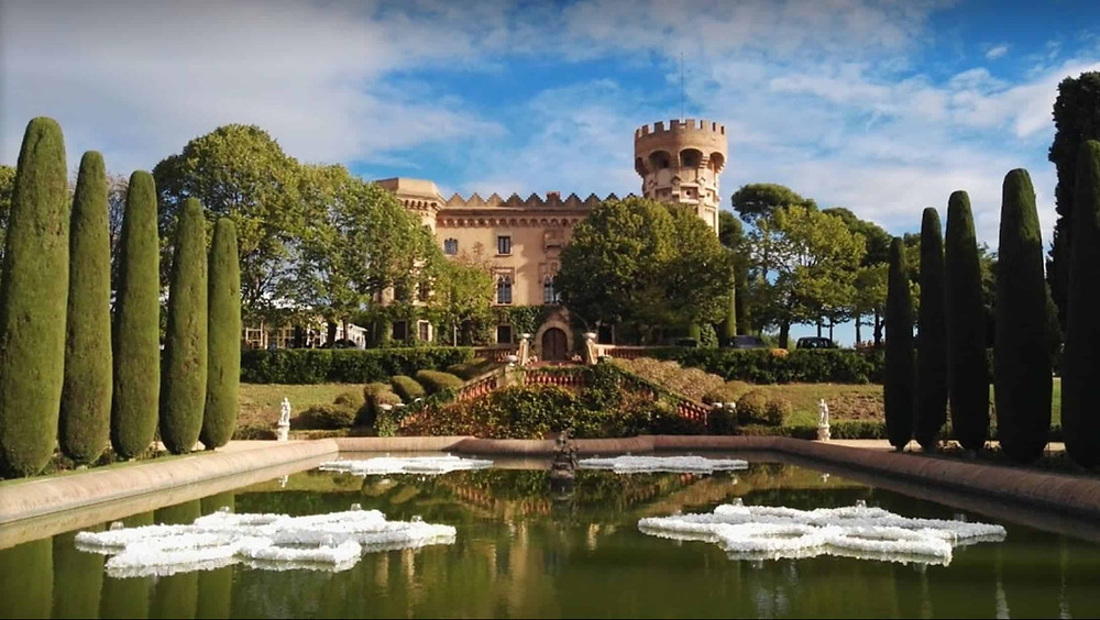 Castell de Sant Marça is a very elegant and romantic wedding venue in Cerdanyola del Vallès, 20 minutes from Barcelona. It is one of the top wedding locations in Catalonia.