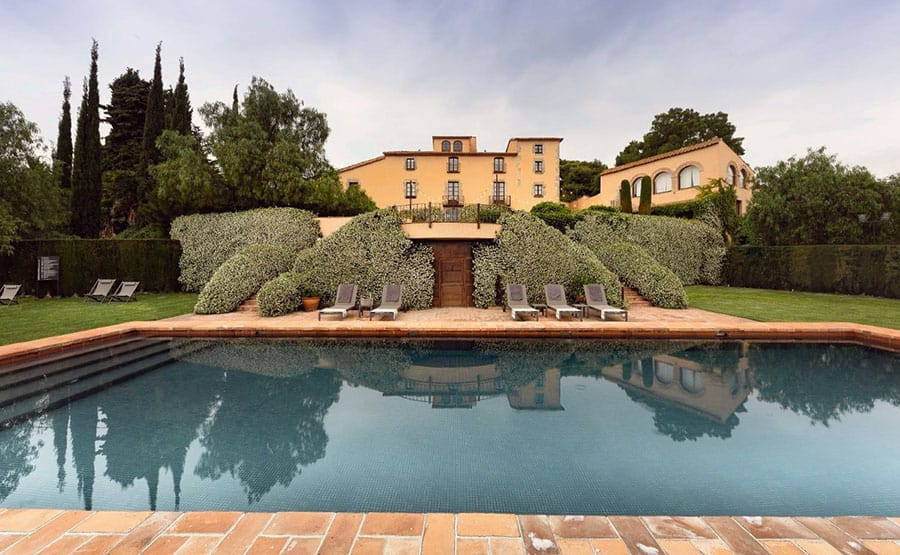 Can Mora is a romantic country house located close to Barcelona. Its one of the best wedding venues in Catalonia and Barcelona metropolitan area.