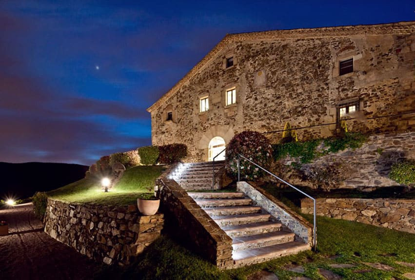 Hotel Can Cuch is one of the top wedding venues in Catalonia. Its located in the Montseny Park and is has wonderfull views and is therfore the perfect venue for a very romantic wedding.
