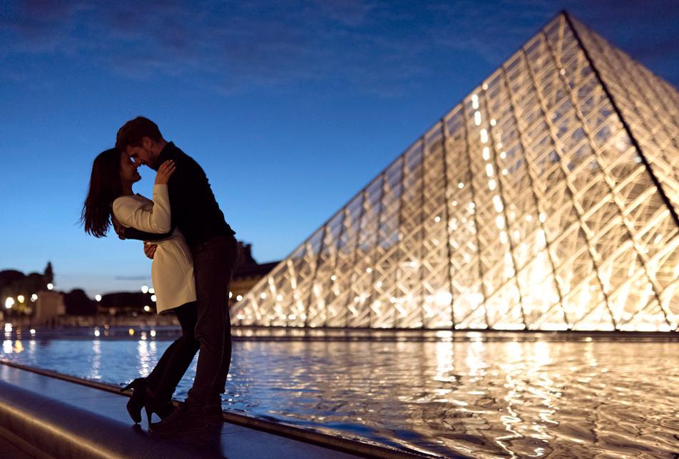 Couple_Photoshoot_Louvre_Paris.jpg