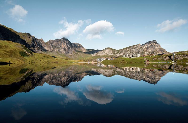 Atemberaubende Berghochzeit in der Frutt Lodge und Spa in der Zentralschweiz. Hochzeitsfotograf in der Zentralschweiz Yvo Greutert
