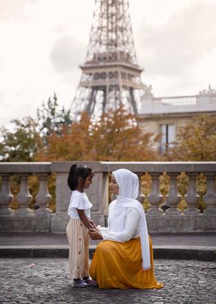 Family_shoot_Eiffel_Tower_Paris.jpg