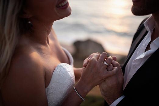 Close_up_photo_wedding_ring.jpg