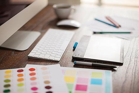 Escritorio y paleta de colores