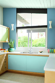 Blue_and_White_Kitchen_with_Large_Window.jpg