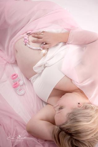 Mädchen Babybauch.jpg