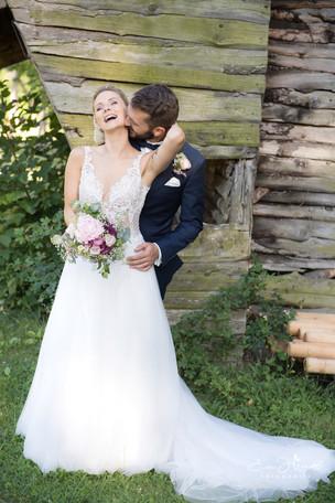 Brautpaar lachend.JPG