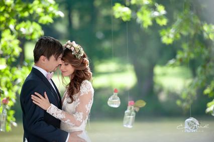 zärtliches Brautpaar