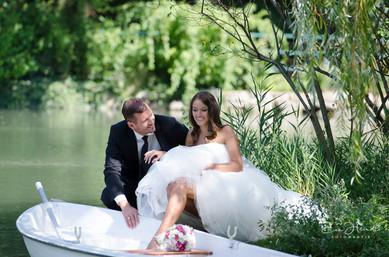 Braut steigt in Boot