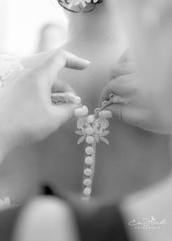 Rückenansicht der Braut