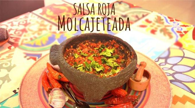 """De nuestros amigos de Muuuysalsa.com """"Salsa roja en molcajete"""""""